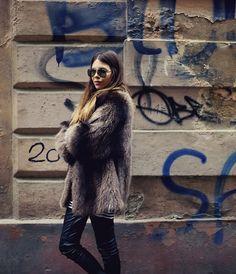 Fur coat & aviators
