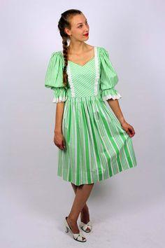 df0f4fe5fba2 Die 11 besten Bilder von Vintage Dirndl   Traditional dresses ...