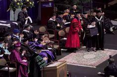 Γεννήθηκε με σύνδρομο down αλλά κατάφερε να πάρει διδακτορικό από το πανεπιστήμιο του Πόρτλαντ  http://down-syndrome.gr/stories/item/33-karen-gaffney