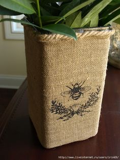 burlap vase - Love the sisal rope to finish. Burlap Projects, Burlap Crafts, Diy And Crafts, Trash Can Covers, Burlap Lace, Hessian Fabric, Feed Sacks, Grain Sack, Bees Knees