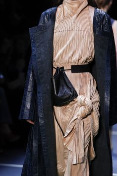 Céline Fall 2016 Ready-to-Wear Accessories Photos - Vogue Fashion Week, I Love Fashion, Fashion Details, Passion For Fashion, Runway Fashion, High Fashion, Fashion Show, Womens Fashion, Fashion Design