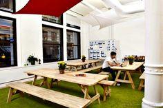 Een tuin in het kantoor van Yipit in New York. Meer inspirerende werkplekken kan je vinden op: https://plus.google.com/+KantoorruimtevindenNl