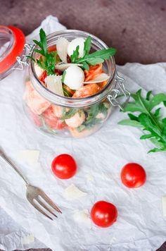 Zum Mitnehmen bitte: Schneller Tortellini-Salat to go!