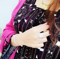 Balochi Girls, Dps For Girls, Girls Dpz, Happy Girls, Cute Girl Photo, Girl Photo Poses, Girl Pictures, Girl Photos, Beautiful Eyes Images