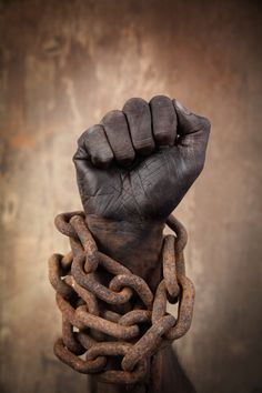 This pictures shows the amendment to abolish slavery. The chain represents how they were held captive and the fist shows how they are strong. How the African-Americans break the chains. Black Pride, My Black Is Beautiful, African American History, Black Power, Black People, African Art, Belle Photo, Black Art, Black History