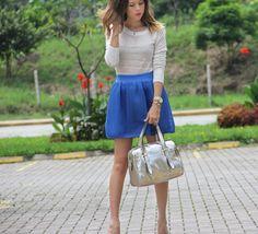 #FashionBySIMAN & Our Favorite Style: Las faldas en colores fuertes crean un statement en tu look. Combínalas con colores básicos para que la falda sea el centro de atención.