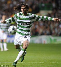 Georgios Samaras.  es un futbolista griego. Juega de delantero y su equipo actual es el Celtic F. C. de la Premier League de Escocia.