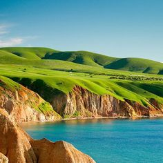 One of South Australia's most stunning beaches, Sellicks Beach, is located in Adelaide's McLaren Vale region. A fantastic place to visit fro a day or stay and play for your summer holiday. Visit our website to plan your vacation.