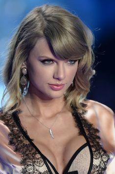 Taylor Alison Swift singer, songwriter born December Taylor Swift at The Victoria's Secret Fashion Show Taylor Swift Hot, Style Taylor Swift, Long Live Taylor Swift, Taylor Swift Pictures, Taylor Swift Bikini, Blank Space Taylor Swift, Taylor Swift Country, Taylor Swift Makeup, Taylor Swift Funny