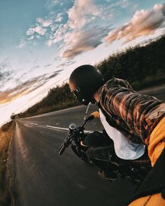 gopro: Photo of the Day: Easy living on the English countryside. chases the fading sun with . Cafe Racer Bikes, Cafe Racers, Royal Enfield Wallpapers, Bullet Bike Royal Enfield, Bike Photoshoot, Motorcycle Photography, Harley Davidson, Moto Bike, Motorcycle Style