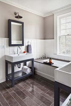 This boy's bath is rich with chocolate and grey blue tones. The tub is perfect for bathing little ones and the chunky Restoration Hardware Hudson washstand is simple and functional. @alisbergparker