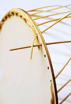 Korbflechten mit Peddigrohr leicht gemacht - Calistas Traum Paper Basket, Basket Bag, Creative Crafts, Diy And Crafts, Cane Baskets, Rolled Paper, Tapestry Crochet, Craft Box, Weaving Techniques
