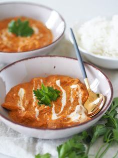 Sice nám teprve pomalu začíná zima a plavková sezóna je v nedohlednu, ale mám pro vás takovou odlehčenou verzi butter chicken. Jídlo není chuťově nijak ošizené a jeho příprava vám bez marinování zabere jen cca 30 minut. Butter Chicken, Thai Red Curry, Ethnic Recipes, Food, Essen, Meals, Yemek, Eten