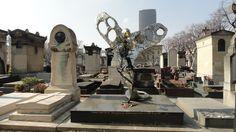 L'oiseau de Niki de Saint-Phalle- cimetière Montparnasse 75014 Paris