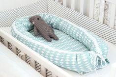 Ompelin viime viikolla vauvalle unipesän, eli babynestin. Babynest on alunperin ruotsalaisten kätilöiden kehittämä tuote, unipesä vauvalle,...