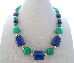 Lapis lazuli necklace, green jade necklace, chunky stone necklace, blue necklace, multi gemstone necklace, beaded necklace, gemstone jewelry Chunky stone necklace with natural blue lapis and green emerald jade. Glamour, chic, feminine ! Italian handmade jewellery Gold tone Length: 17.7 inches - 45 cm All jewelry come with a beautiful gift box Sofias Bijoux jewelry: http://www.etsy.com/it/shop/Sofiasbijoux ***************************** These j...