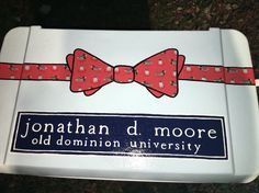 Cooler Top: Vineyard vines bow tie painted cooler – sororityyyyyyyyy, You can collect images you discovered organize them, add your own ideas to your collections and share with other people. Sorority Canvas, Sorority Paddles, Sorority Crafts, Sorority Life, Sorority Recruitment, Fraternity Formal, Fraternity Coolers, Frat Coolers, Diy Cooler