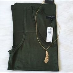 I just discovered this while shopping on Poshmark: Banana Republic Tank Top. Check it out! Price: $28 Size: M