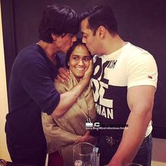 So Adorable : Salman Khan & Shah Rukh Khan Blessed the Arpita Khan on her Sangeet Ceremony | BoxOfficeCollections