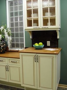 Note the placement of the cabinet handles for easy access; the window cranks are also adapted for easier access and use.