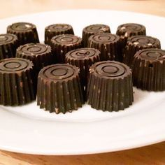 Bombons de chocolate negro com frutos secos