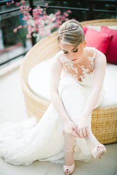 Casamento - Wedding - Rio de Janeiro - Brasil - Brazil - RJ - Raoní Aguiar Fotografia - Noiva - Bride - Making of - Sapato