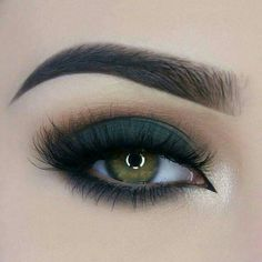 Greenish smokey eye