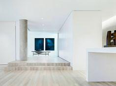 Фото интерьера черно-белой квартиры в стиле минимализм