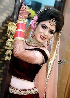Indian Wedding Couple Photography, Indian Wedding Bride, Indian Wedding Makeup, Bride Photography, Bridal Makeup, Indian Bridal Photos, Indian Bridal Outfits, Pakistani Bridal Dresses, Bridal Lehenga