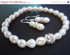 10 OFF Bridesmaid Gift Set  White by weddingbellsdesigns on Etsy, $19.79