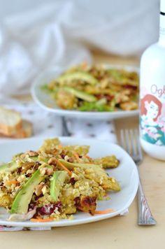 Insalata leggera di bulgur con pollo al curry e avocado