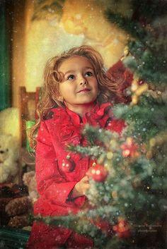 Enfants de Noël Kids Fashion Photography, Love Photography, Children Photography, Childrens Christmas, Kids Christmas, Xmas, Come Little Children, Little Girl Photos, Christmas Landscape