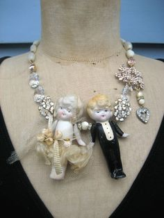 CUTE Bride and Groom Necklace    .l_430xN.89276494.jpg (430×573)