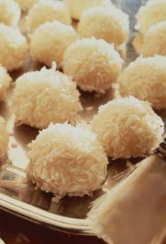 Süße Kokos-Schneebällchen: http://kochen.gofeminin.de/rezepte/rezept_schneeballchen_340500.aspx