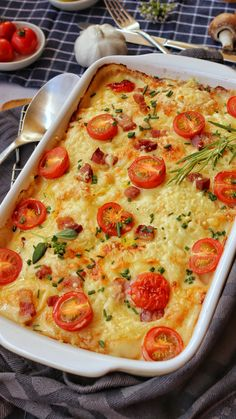 Potato kohlrabi gratin with tomatoes is a great change from the normal potato gratin. Potatoes and kohlrabi go well together and give this simple dish a special kick. gratin # Potato and cabba Low Carb Chicken Recipes, Veggie Recipes, Healthy Recipes, Kohlrabi Gratin, Kohlrabi Recipes, Chou Rave, Greek Recipes, Food Inspiration, Veggies
