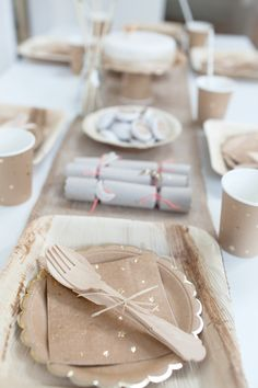 Natural Kraft Christmas Table Nordic Christmas, Christmas Holidays, Christmas Ideas, Birthday Table, Birthday Parties, Christmas Party Table, Holidays With Kids, Baby Party, Party Fashion