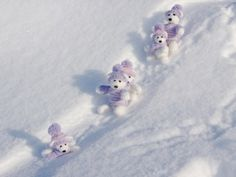 Wallpapers Teddy bears in the snow