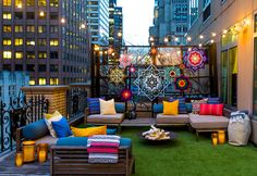 Summer in the city: W Hotel New York answer the prayers of tent-loving urbanites with glamping suite. W Hotel New York Glamping Suite W Hotel, Hotel New York, Outdoor Spaces, Outdoor Living, Outdoor Decor, Terrazas Chill Out, Go Glamping, Balkon Design, Luxury Tents
