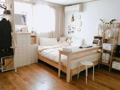 6 Creative Tips on How to Make a Small Bedroom Look Larger Minimalist Bedroom Small Minimalist Home Japanese Minimalist Bedroom Bedroom Interior Minimalist Minimalist Room With Plants Bedroom Ideas Dream Rooms, Dream Bedroom, Home Bedroom, Bedroom Apartment, Small Bedroom Interior, Master Bedroom, Modern Bedroom, Bedroom Furniture, Contemporary Bedroom