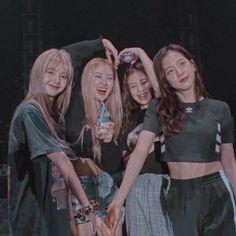 Kpop Girl Groups, Korean Girl Groups, Kpop Girls, Kim Jennie, Mode Rose, Blackpink Poster, Lisa Blackpink Wallpaper, Fandoms, Kim Jisoo
