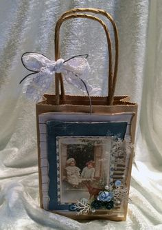 A christmas giftbag, made with papers from Pion Design. Scrapbook, Frame, Christmas Ideas, Design, Decor, Stamps, Decorating, Inredning