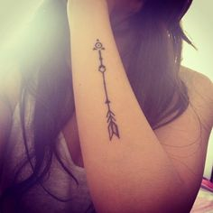 Love this cute little arrow tattoo! ∣Follow us for more∣#tattooinkspiration ♡