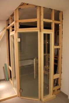 DIY // Build your own sauna: finished wooden scaffolding Diy Sauna, Wooden Scaffolding, Sauna For Sale, Indoor Sauna, Sauna Design, Sauna Room, Garage Makeover, Classic Bathroom, Infrared Sauna