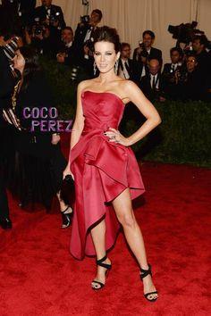 Met Gala 2013: Kate Beckinsale in Alberta Ferretti~ She was like a beacon of shining light in a sea of black