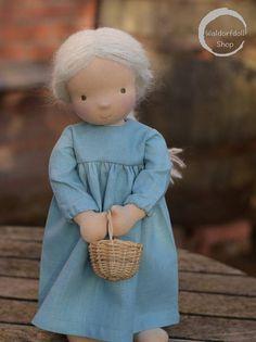 Dies ist eine Liste für CUSTOM MADE 16 Puppe. Diese Puppen haben Mohair für Haar gebürstet, in verschiedenen Farben (Kupfer, feurige Ingwer, blass Blond, dunkler Blond, Golden, mittelbraun, dunkelbraun, kastanienbraun, weiß und schwarz) Für die Haut habe ich blass Skine Ton,
