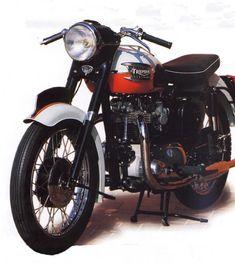 Triumph Bonneville - 1959 Moto Triumph Bonneville, Triumph Motorbikes, Triumph T120, Triumph Motorcycles, Honda Cub, Vintage Bikes, Vintage Motorcycles, Mechanical Horse, Triumph Speedmaster