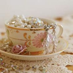 Creative ways to organize your jewelry! Use antique teacups.