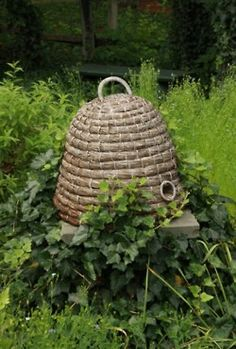 a-cottage-in-the-woods:    source: fine Gardening  ~ wonderful bee skep
