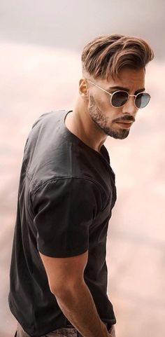 20 Viral Hairstyle Trends For Men To Copy In 2019 frisuren männer 20 Cool Hairstyles To Grab Instant Attention Popular Mens Hairstyles, Cool Hairstyles For Men, Popular Hairstyles, Cool Haircuts, Haircuts For Men, Easy Hairstyles, Hairstyle Ideas, Casual Hairstyles, Short Men Hairstyle