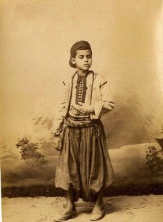 صبي صغير جزائري 1880 Jeune garçon Algérien 1880 #algerie #algeria photographer #الجزائر #